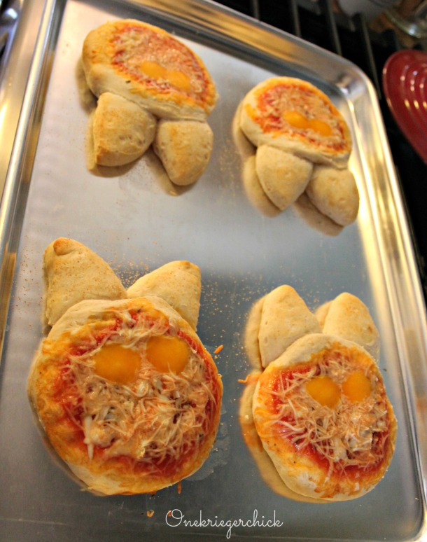 bunny pizzas {Onekriegerchick.com}