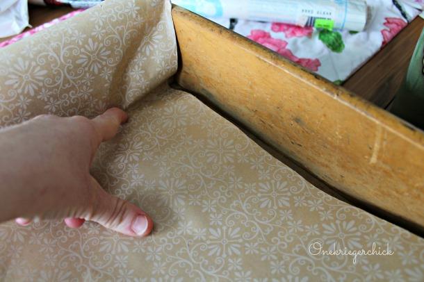 paper lining drawer {Onekriegerchick.com}